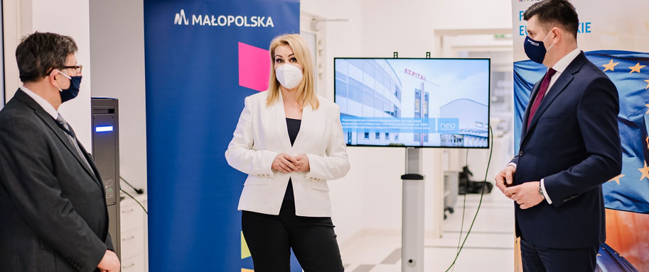 Inauguracja innowacyjny program B+R leczenia raka szyjki i trzonu macicy z wykorzystaniem robota da Vinci